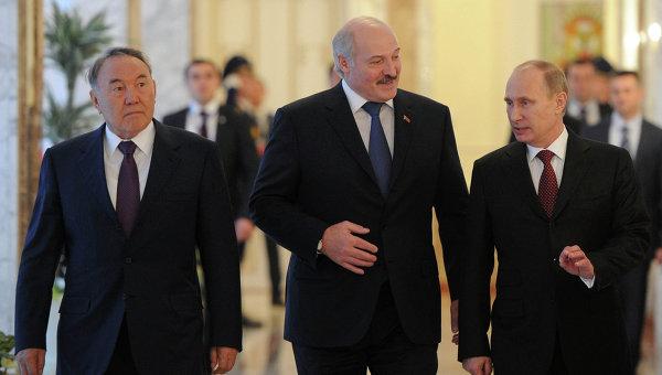 Президенты России, Белоруссии и Казахстана - Владимир Путин, Александр Лукашенко и Нурсултан Назарбаев. Архивное фото