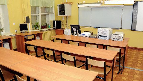 Пустой школьный класс. Архивное фото