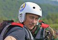 Президент РФ Владимир Путин готовится к двухчасовому сплаву на рафтах по горной реке Чарыш