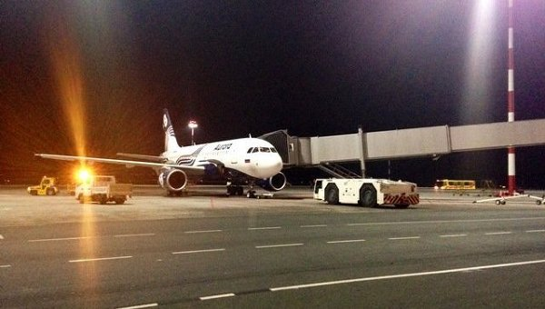 Самолет авиакомпании Аврора во Владивостоке, фото с места события