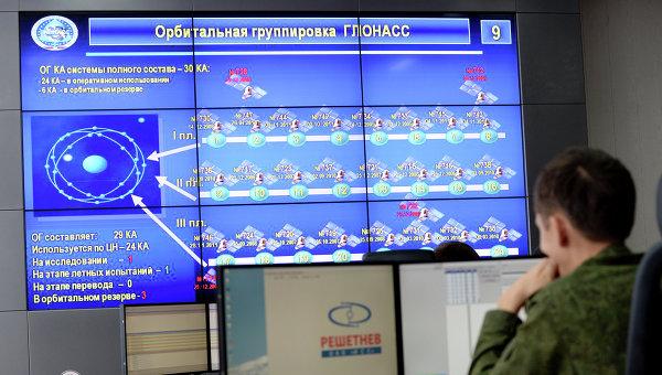 В командном пункте управления ГЛОНАСС, архивное фото