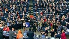 Европарламент стоя приветствовал вручение премии Сахарова девочке из Пакистана