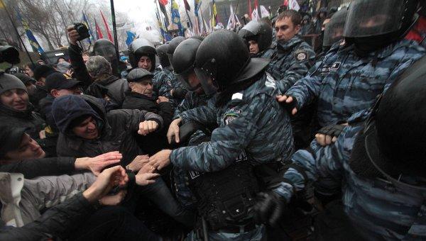 Столкновения сторонников евроинтеграции с милицией в Киеве. Фото с места события