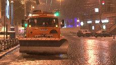 Гололед в Москве: бессонная ночь коммунальщиков и скользкое утро пешеходов