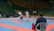Каратисты молотили друг друга руками и ногами на турнире в Красноярске