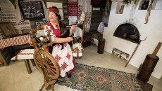 Прялка и национальные танцы на выставке народов Приморья