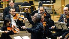 Валерий Гергиев во время концерта Симфонического оркестра Мариинского театра. Архивное фото