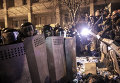 Сотрудники правоохранительных органов Украины и сторонники евроинтеграции на площади Независимости в Киеве