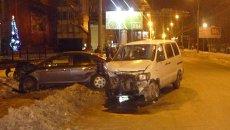 Три автомобиля столкнулись в центре Томска, событийное фото