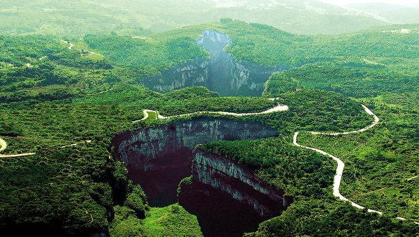 Комплекс Три природных моста в китайском округе Чунцин. Архивное фото