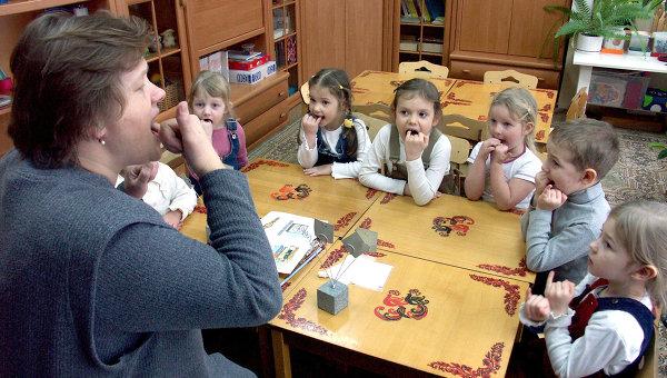 Занятия в логопедическом классе образовательного учреждения Детский сад – начальная школа