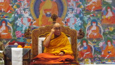 Все эмоции берут начало в уме, который Далай-лама предлагает обуздать. Архивное фото