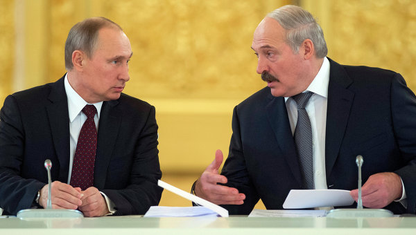 Президент России Владимир Путин (слева) и президент Белоруссии Александр Лукашенко. Архивное фото