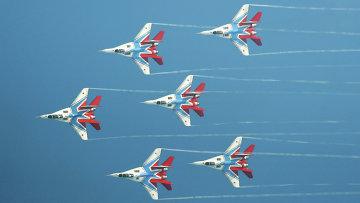 Пилотажная группа Стрижи на самолетах МиГ-29. Архивное фото