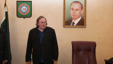 Гражданин РФ, французский актер Жерар Депардье в кабинете Ахмата Кадырова