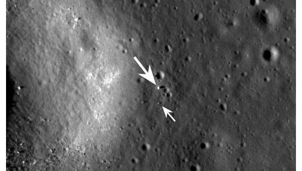 Место посадки зонда Чанъэ-3 и китайский луноход Юйту на снимке с зонда LRO