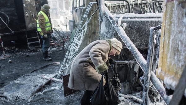 """Протестующие возводят баррикаду на новой границе киевского """"Майдана"""""""
