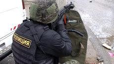 Силовики взяли штурмом дом с боевиками в Махачкале. Кадры спецоперации