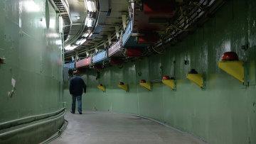 Тоннель накопительного кольца коллайдера ВЭПП-4М. Архивное фото