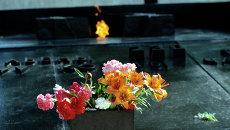 Мемориальная плита и Вечный огонь. Архивное фото