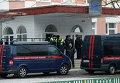 Сотрудники следственного комитета России и полиции возле московской школы № 263, куда проник вооруженный старшеклассник - учащийся школы