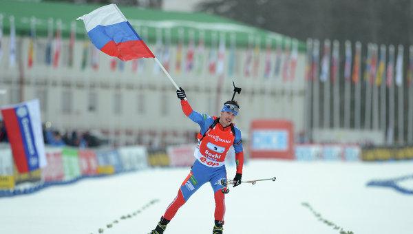Россиянин Евгений Устюгов на финише мужской эстафетной гонки на восьмом этапе Кубка мира по биатлону в Сочи