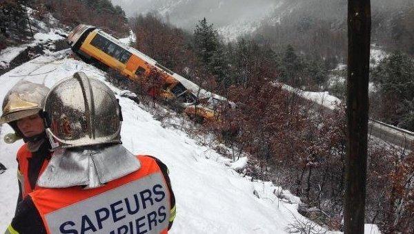 На месте крушения пассажирского поезда во французских Альпах