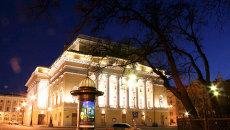 Здание Александринского театра ночью. Архивное фото