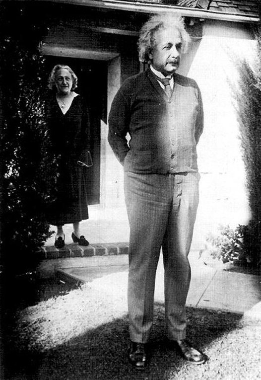 albert einstein u s citizenship Albert einstein and his family, fearing anti-semitic persecution, flee from nazi germany to resettle in the united states einstein takes a post at institute of advanced study at princeton, where he will remain until his death in 1955.