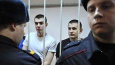 Обвиняемые по делу о беспорядках на Болотной площади 6 мая 2012 года Алексей Полихович и Денис Луцкевич (справа налево) в зале заседаний Замоскворецкого суда Москвы во время оглашения приговора. Архивное фото