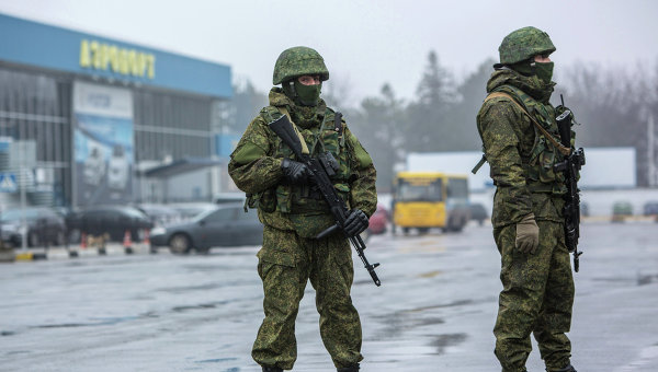 Вооруженные люди в Крыму. Архивное фото