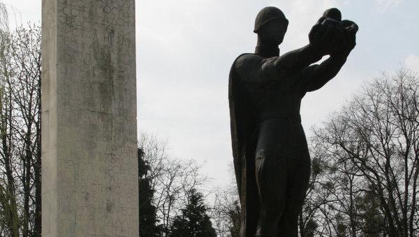 Памятник советскому Воину-освободителю в городе Стрый Львовской области. Архивное фото
