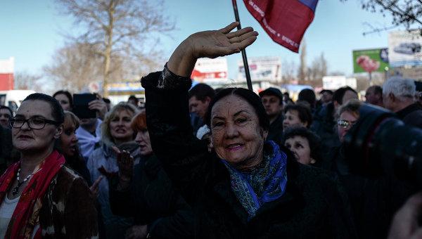 Жители Севастополя на митинге, архивное фото