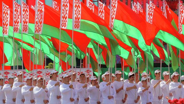 Белорусские флаги. Архивное фото