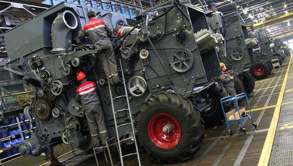 Сборочная линия нового комбайна РСМ-181 на Ростсельмаше. Архивное фото