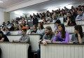 Студенты-медики на ярмарке вакансий