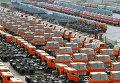Автомобили КамАЗ на территории завода