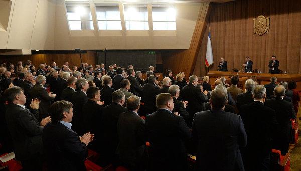 Депутаты парламента Крыма приняли решение о независимости автономии. Фото с места события