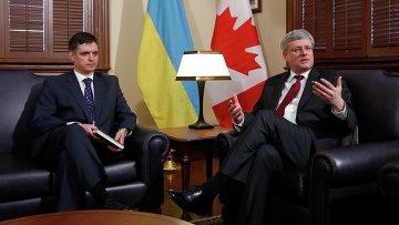 Премьер-министр Канады Стивен Харпер во время встречи с послом Украины в Канаде Вадимом Пристайко. Фото с места события