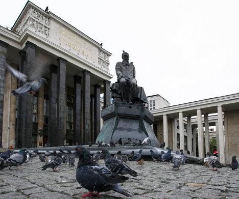 Памятник Ф. М. Достоевскому, Российская государственная библиотека