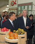 Виктор Зубков и Сергей Собянин посетили Даниловский рынок в Москве