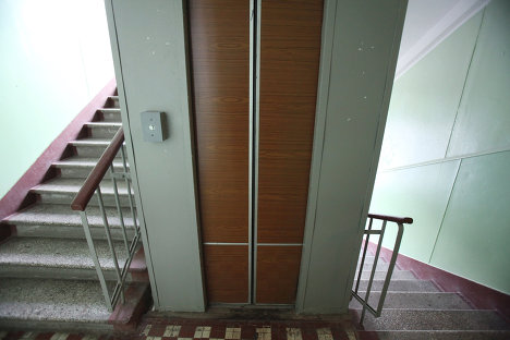 Работа лифта в одном из московских домов