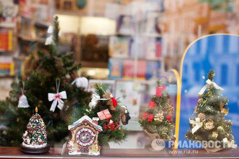 Первые праздничные витрины в центре