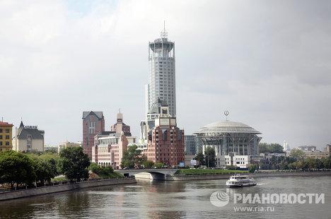 Вид на гостиницу Свиссотель и Московский международный Дом музыки