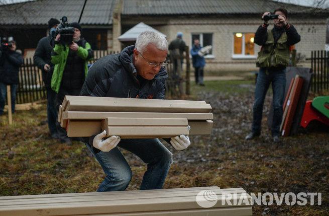 Банкир А.Лебедев прибыл в тульское село на обязательные работы