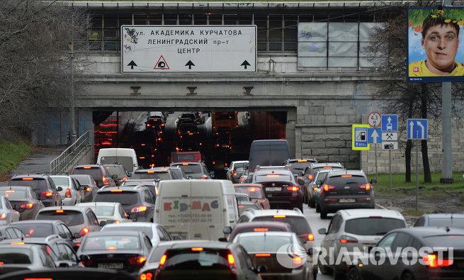 Автомобильное движение на Волоколамском шоссе