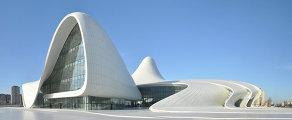 Здание центра Гейдара Алиева в Баку
