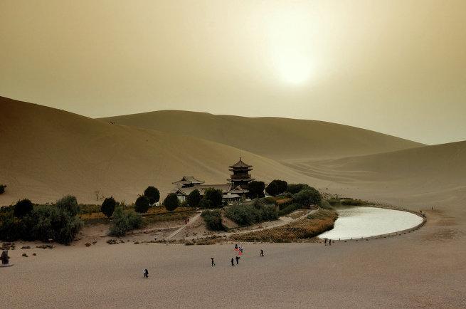 Пять самых необыкновенных сооружений в пустыне