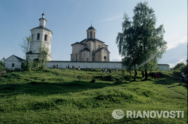 Вид на церковь Архангела Михаила