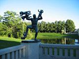 Памятник мужчина и младенцы в парке Вигеланд в Осло